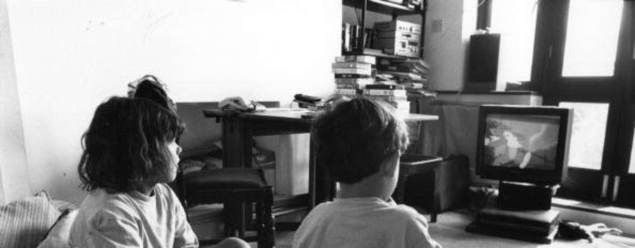 'El cuento del domingo'. Fue emitido entre los años 1979 y 1991. El espacio del fin de semana recogió narraciones de importantes autores latinoamericanos, así como obras originales para televisión.