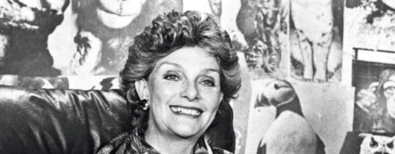 'Naturalia'.Nació en 1971 y fue emitido hasta 1993 bajo la dirección de Álvaro Castaño Castillo. Fue uno de los programas que marcó la carrera de la presentadora y animadora Gloria Valencia de Castaño. Desde la pantalla chica acercó a los colombianos al mundo de los animales salvajes y de las diferentes especies, además inculcó el respeto por la naturaleza.