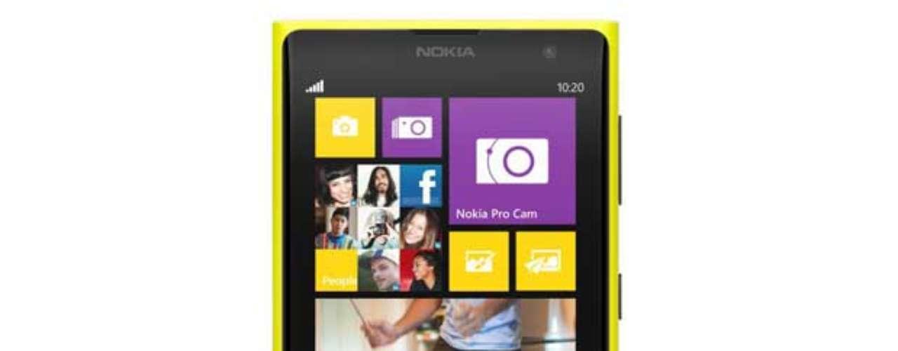 Lumia 1020 roda Windows Phone 8 e traz novidades em software criados pela fabricante, como o Nokia Here Maps e o Nokia Pro CameraEquipado con Windows Phone 8, el Lumia 1020 cuenta con aplicaciones propia tales como Nokia Here Maps y Nokia Pro Camera