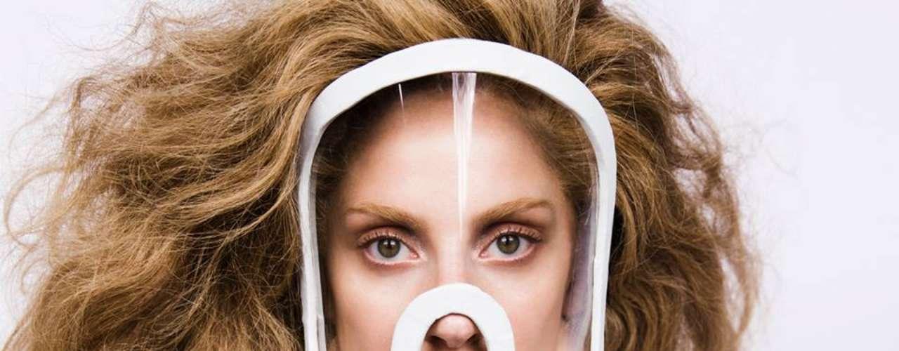 12 de Julio - Lady Gaga anunció el arte de su nueva canción de su próximo album. El sencillo se llama 'Artpop' que saldrá al aire el 19 de agosto