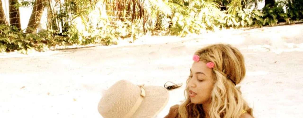 15 de Julio - Beyoncé cada día es más compartida y nos muestra tiernas fotos en compañía de su hija Blue Ivy con la cual pasa todo el tiempo posible pero a medida de precaución, no muestra su rostro.
