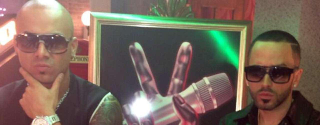 Wisin y Yandel están más unidos que nunca, así se aprecia en las fotografías que han compartido en sus cuentas oficiales en Twitter, en las que aparecen pasando gratos momentos con David Bisbal, Alejandra Guzmán y Marco Antonio Solís, quienes junto a ellos forman el equipo de \