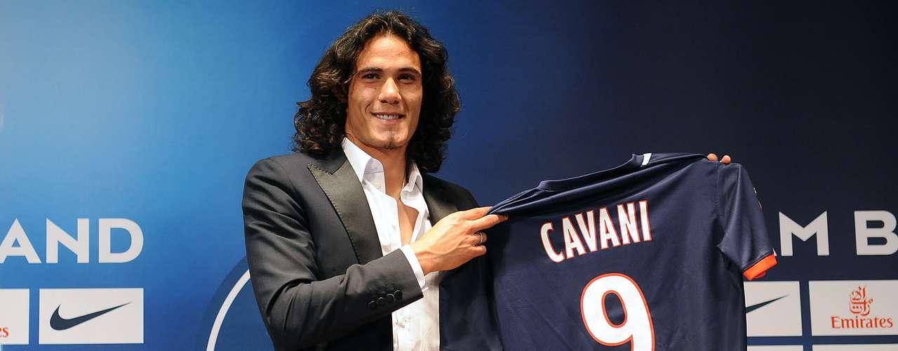 El París Saint Germain (PSG) fichó al delantero uruguayo Edinson Cavani para los próximos cinco años, según confirmó el club en una rueda de prensa ante los medios. El PSG ha pagado 65millones de euros, un millón más que en la cláusula fijada inicialmente, por \