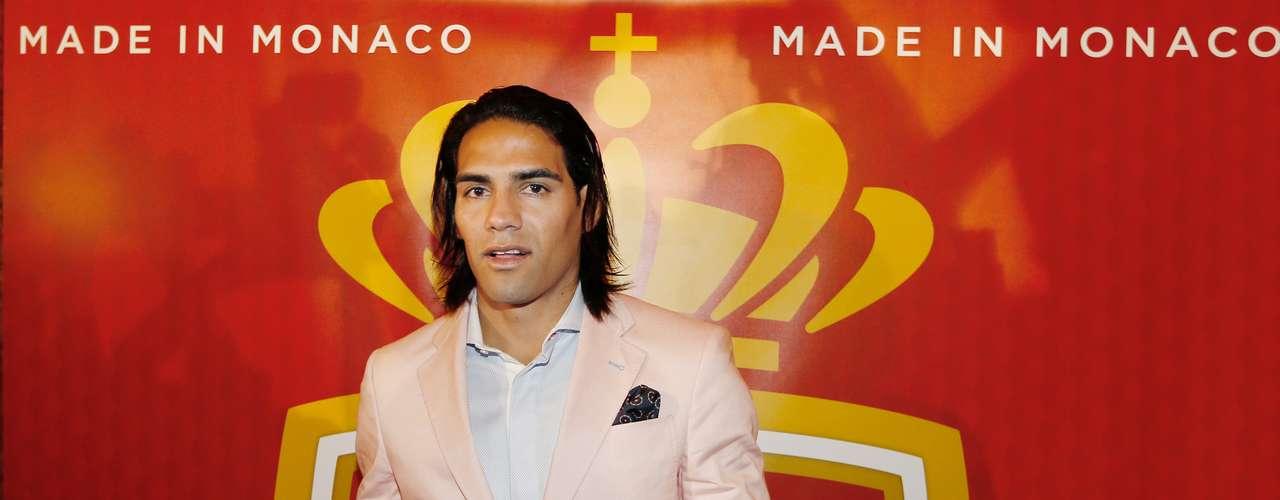 El delantero colombiano Radamel Falcao García fue presentado por el Mónaco.