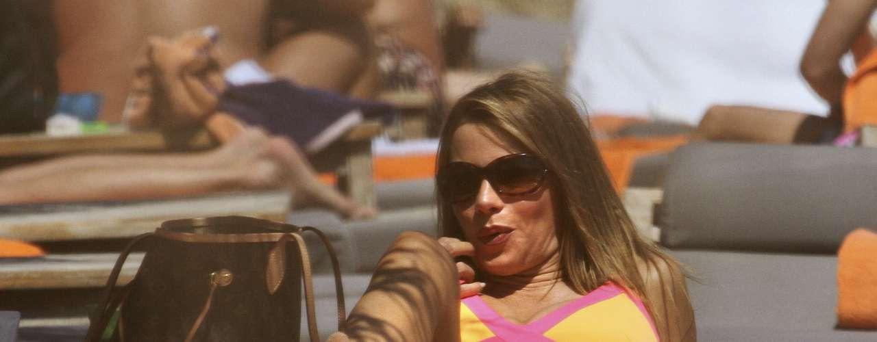 Sofía Vergara luce espectacular cuerpazo mientras está de vacaciones por las hermosas Islas Griegas. La colombiana se hizo acompañar por su prometido que seguramente es el que más agradece ver a la actriz en bikini.