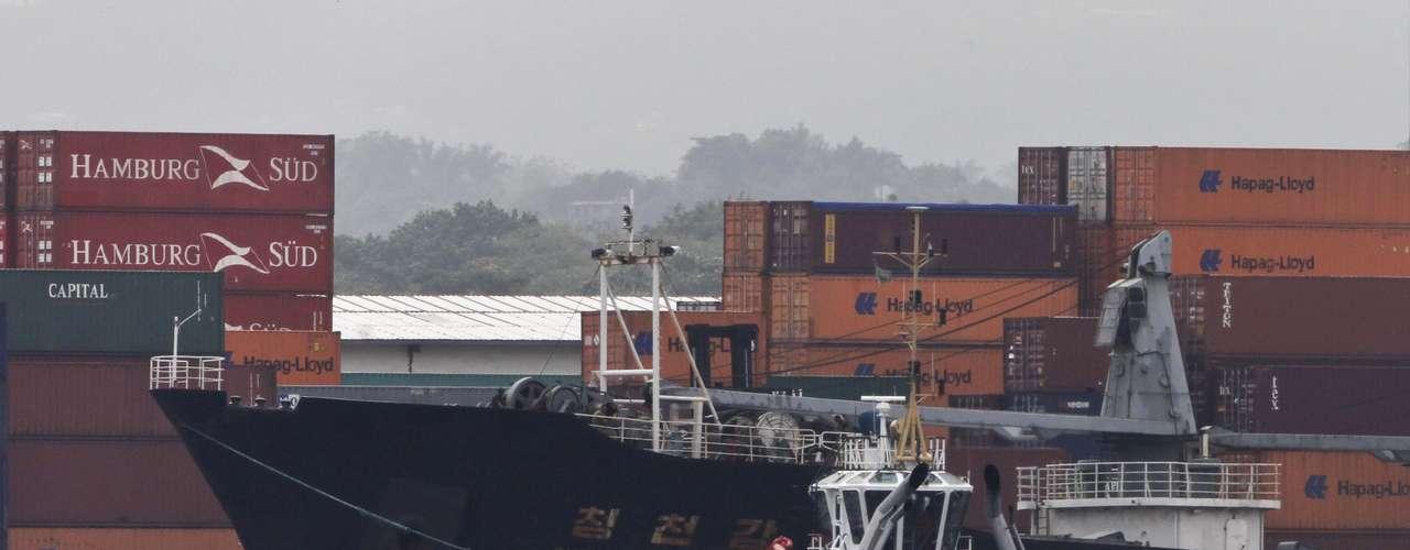 El Gobierno de Cuba admitió este martes que el barco norcoreano detenido en Panamá con supuestos misiles que habrían salido de la Isla, en realidad portaba armamento \