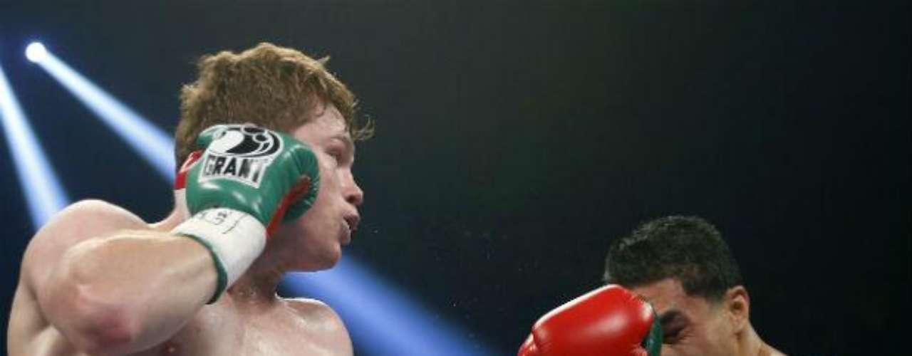 De los boxeadores mexicanos, actualmente Saúl Álvarez es uno de los que mayor fuerza tienen en sus golpes. 'Canelo' cuenta con velocidad y explosividad que generalmente daña a sus oponentes. Suma 30 nocauts de sus 42 triunfos.