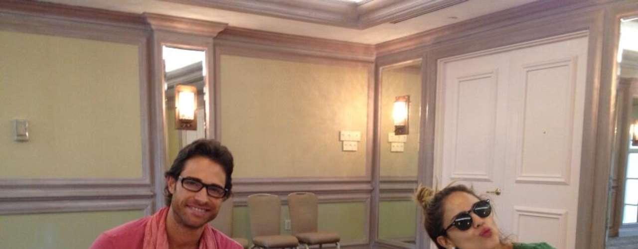 17 de Julio - Eiza González también presumió esta foto junto a Sebastián Rulli ahora que están en Miami promocionando 'Amores Verdaderos'