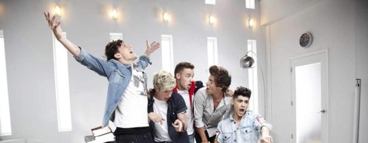 Hoy es el estreno del nuevo videoclip de One Direction, pero los chicos ya han filtrado algunas imágenes de lo que prometen será un tema que dará qué hablar. Best song ever es el título del video que ha obligado a Harry, Zayn, Liam, Niall y Horan a estrenar inimaginables looks. Aquí una muestra del detrás de cámaras.