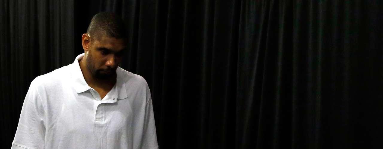 Tim Ducan y su esposa Amy, se están divorciando, y la que dentro de poco será la ex mujer de la estrella de los Spurs de San Antonio declaró en un portal de Internet que el delantero es bisexual y que desde hace años mantiene una relación con un hombre paralela a su matrimonio.