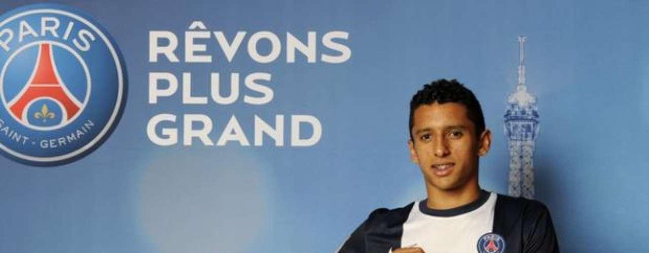 El París Saint Germain (PSG) confirmó el fichaje del central brasileño de la Roma Marcos Aoás Corrêa, conocido como 'Marquinos', de 19 años, por una cantidad que los medios deportivos franceses cifran en 35 millones de euros.