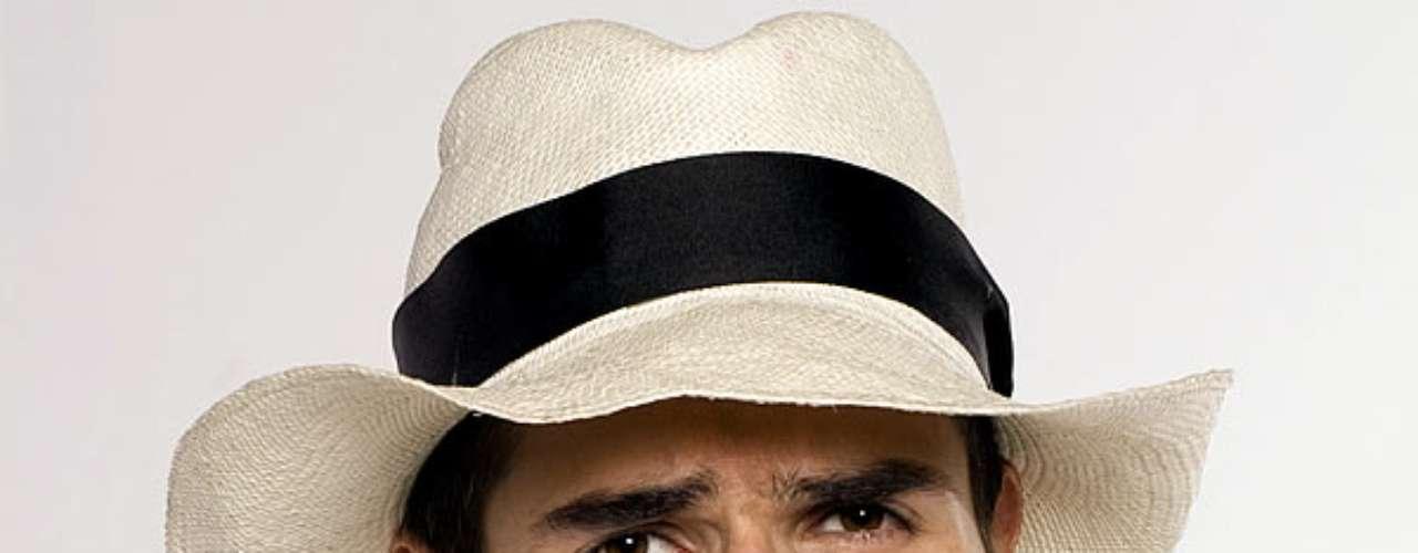 Daniel Arenas fue novio de Carolina Cruz y María Luisa Flores. Actualmente triunfa en México, donde trabaja como actor.