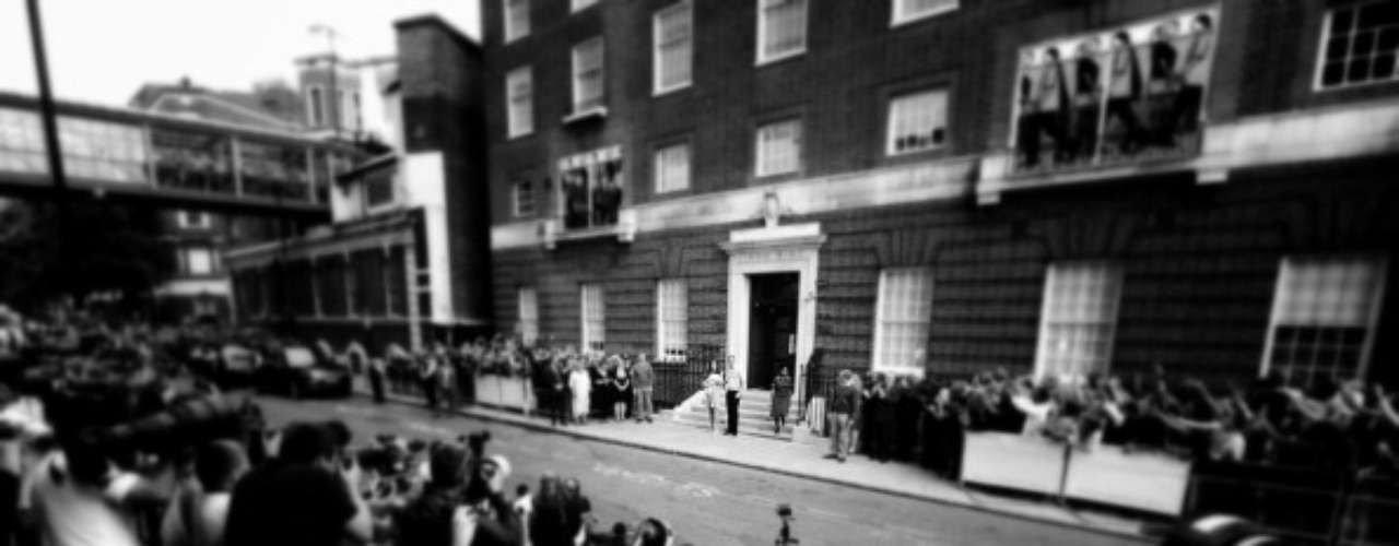 Las puertas del hospital de St. Mary fueron 'vigiladas' durante dos jornadas de expectación por nuevas noticias del estado de Kate Middleton y su pequeño.