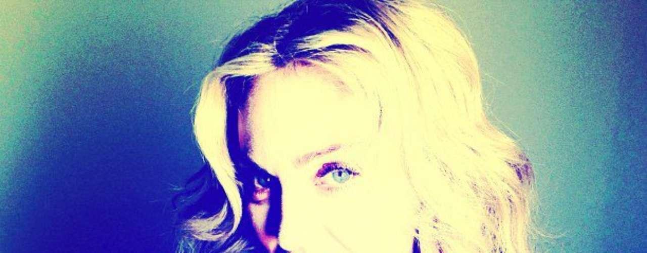 26 de Julio - Madonna lució una dentadura muy brillante. La fabulosa cantante escribió que cepillaba su flamante dentadura, cosa que una mujer nunca debe olvidar.