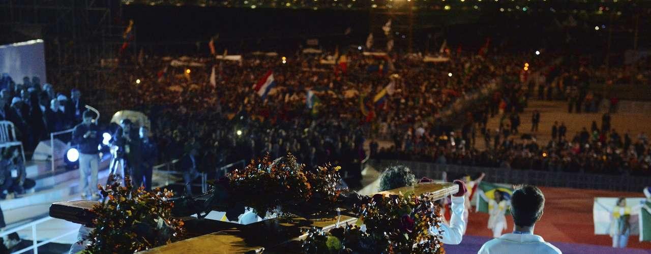 El papa Francisco presidió el sábado (27) de noche en la playa de Copacabana la Vigilia de XXVIII Jornada Mundial de la Juventud, uno de los momentos más sugestivos de las JMJ, al que asisten varios cientos de miles de jóvenes de 190 países, entre dos millones y medio y tres, según las televisiones brasileñas.