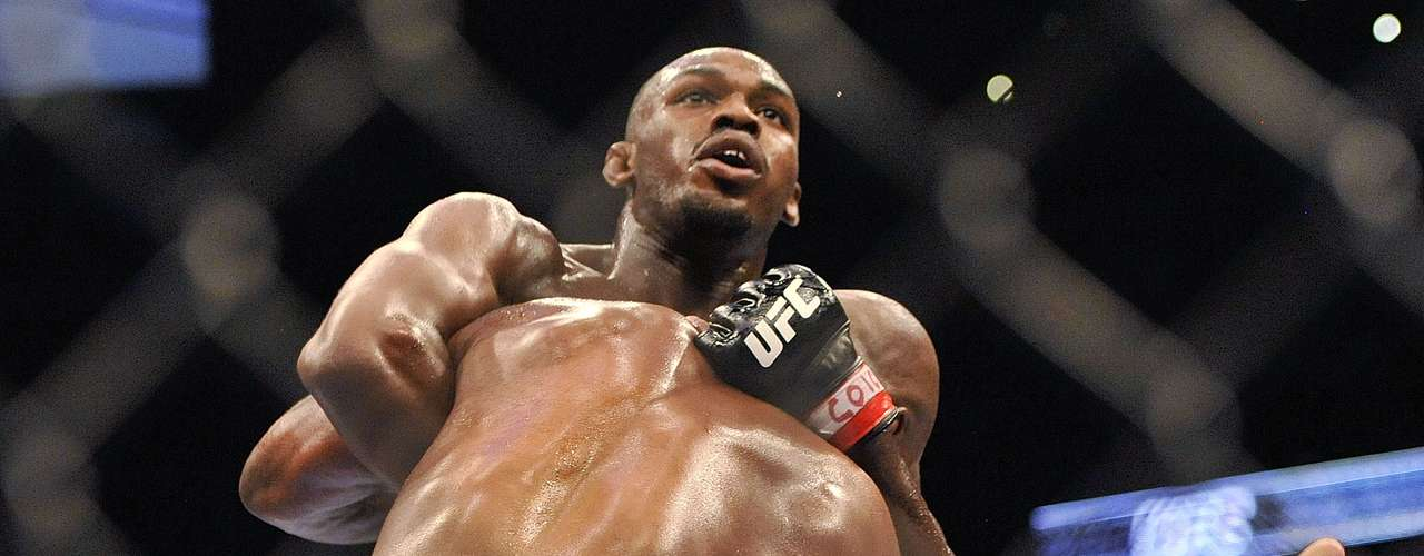 Jon Jones, campeón peso semicompleto.