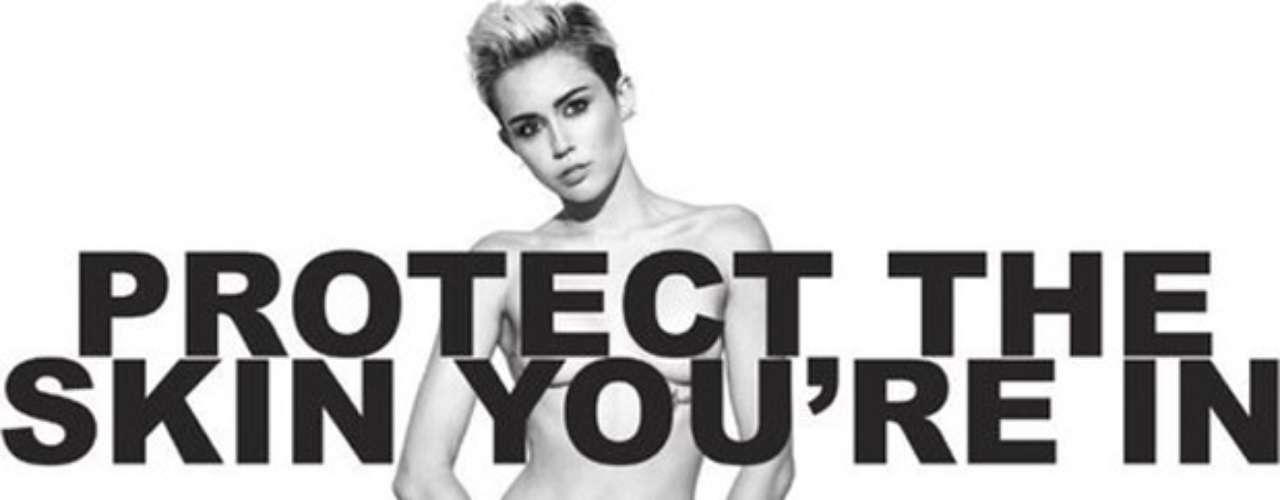 Miley Cyrus posó desnuda para la línea de camisetas de la campaña benéfica \