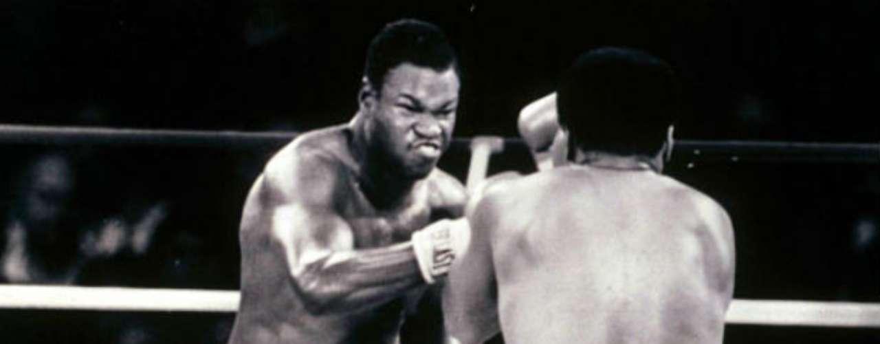 El estadounidense Larry Holmes ha sido clasificado por la International Boxing Research Organization entre los 10 mejores pesos pesados de la historia. Fue campeón de los pesados y además fue incluido en el Salón Internacional de la Fama del Boxeo en junio del 2008. Se retiró con un récord de 69 victorias y seis derrotas.