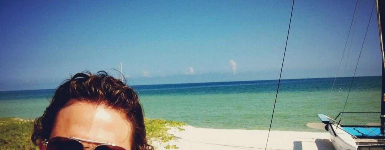 5 de Agosto - Sebastián Rulli se toma unas merecidas vacaciones en la playa. El novio de Aracely Arámbula no deja de compartir su andar con todos sus fans en Twitter.