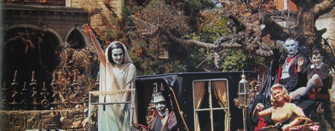 El auto familiar de la familia Munster, de la serie de televisión The Munsters. Siniestro y super cool!