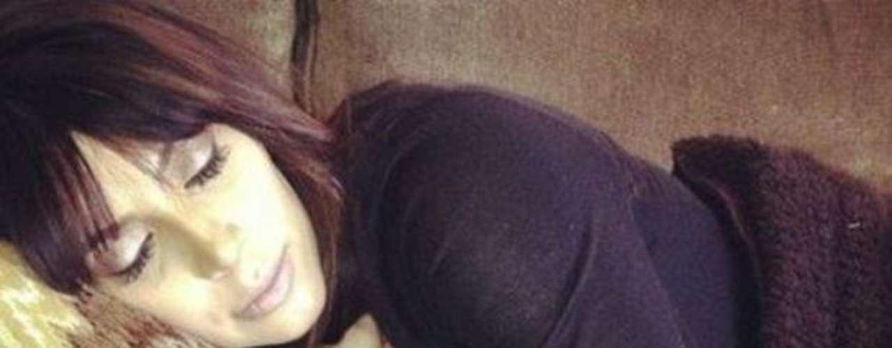 Luego de todo el misterio de Kim Kardashian después de dar a luz a North West, Khloe Kardashian ha compartido en su cuenta de Facebook la primera foto de su hermana descansando aparentemente dormida luego del inesperado