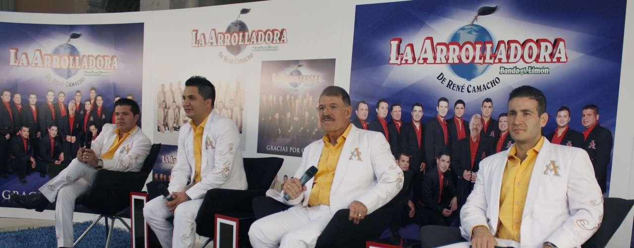 Algunos integrantes de La Arrolladora Banda El Limón durante la presentación en Ciudad de México de su nuevo álbum \