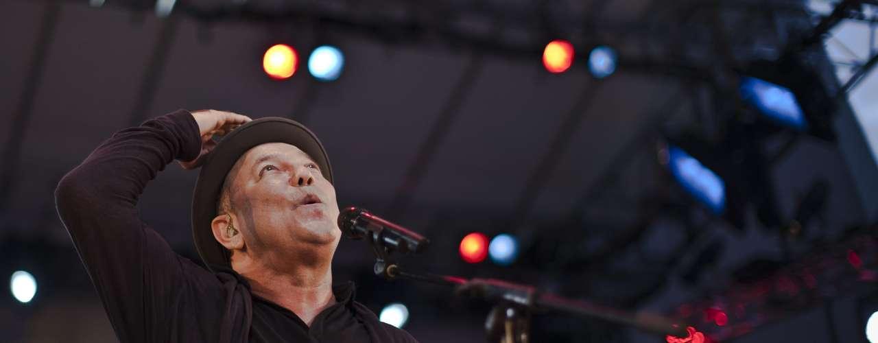Rubén Blades en Nueva York superó el aforo del Lincoln Center Out of Doors y gran parte del público escuchó desde fuera del recinto el concierto del cantante de himnos de la salsa como \