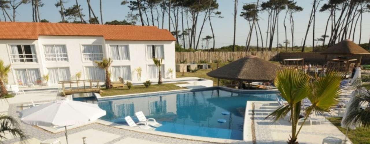 Chihuahua Resort Nude Beach Hotel, Punta del Este, Uruguay. Este hotel íntimo es perfecto para parejas tranquilas que buscan alejarse del ajetreo, disfrutar la naturaleza y sentirse cómodos sin un gramo de ropa.