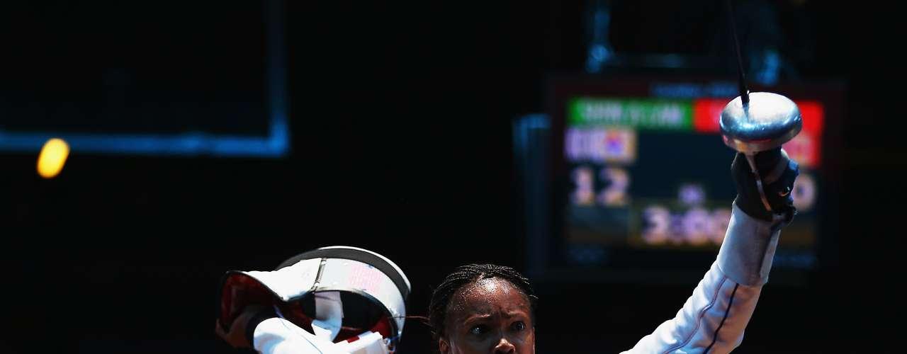 Laura Flessel-Colovic, esgrimista francesa, es la mujer francesa más ganadora de medallas olímpicas con cinco y una de las mejores exponentes en la historia de la esgrima. Sus m edallas olímpicas van desde Atlanta 1996 hasta Atenas 2004. Además, conquistó 12 medallas en mundiales de la especialidad.