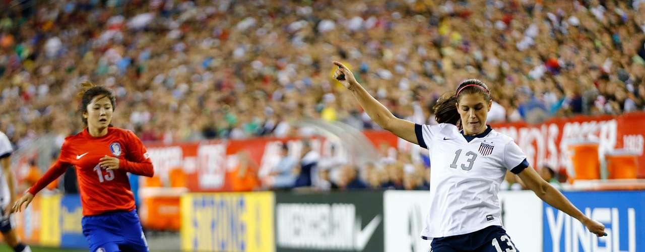 Alex Morgan es de las jugadoras base de la selección de Estados Unidos de fútbol y poseedora del oro olímpico conseguido en Londres 2012. A sus 24 años posee una zurda privilegiada que le valió ser nombrada la futbolista del año en el 2012.