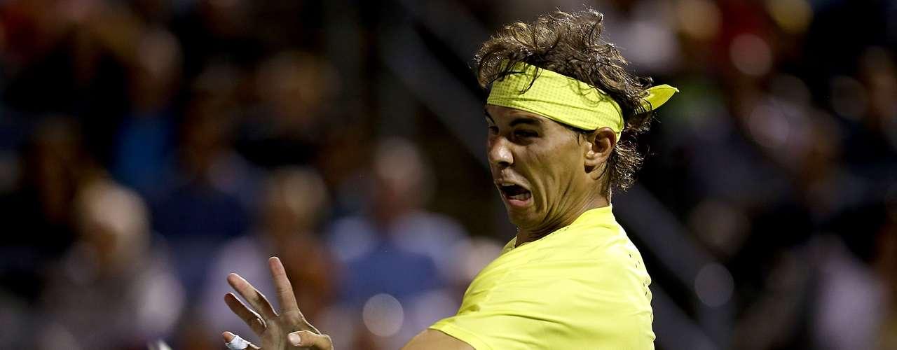Rafael Nadal está considerado uno de los mejores de todos los tiempos sobre la arcilla, ganó en ocho ocasiones Roland Garros y en toal suma 12 Grand Slams conquistados. El dato más curioso de Rafa es que su entrenador y tio, Toni Nadal, lo convirtió en zurdo, siendo que nació diestro. Es el primer tenista de la historia en ganar al menos un Grand Slam durante nueve temporadas consecutivas.