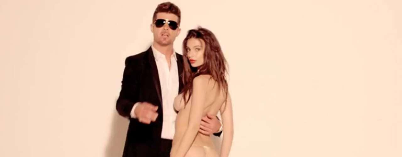 La versión sin censura de 'Blurred Lines', en la que Emily y dos modelos más bailaban desnudas, fue retirada de YouTube (aunque resturada días después) porque algunos usuarios la consideraron ofensiva.