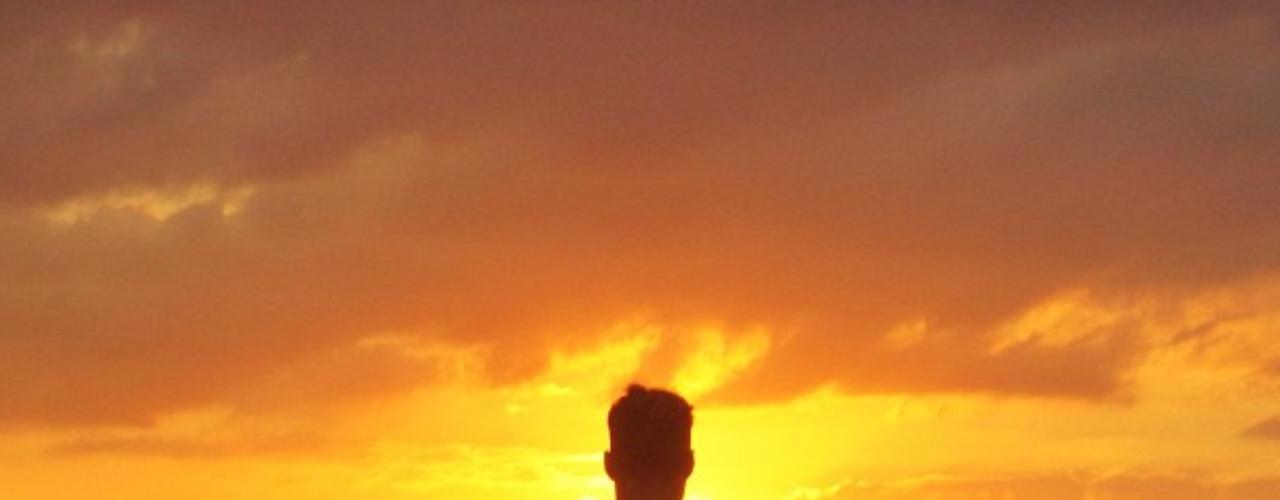 12 de Agosto - Ricky Martin sigue muy apegado a su lado espiritual y el boricua aprovechó un tiempo para meditar y escribir: 'A momento in silencio'