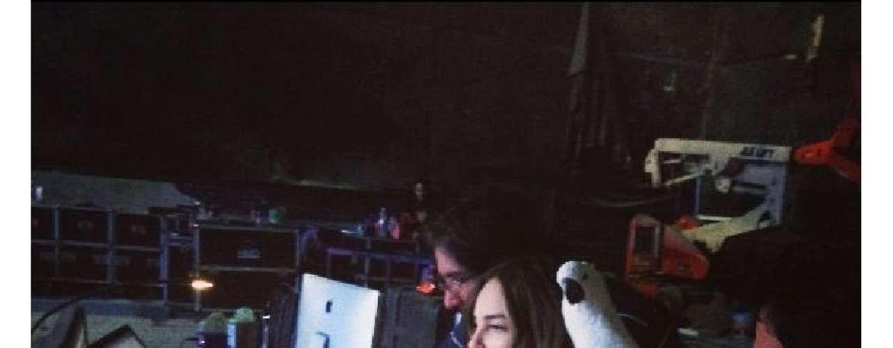 14 de Agosto - Belinda se encarga personalmente de revisar todo para su próxima serie de conciertos en México que hasta lleva a su mascota Luna a la cual no se le despega en ningún momento.