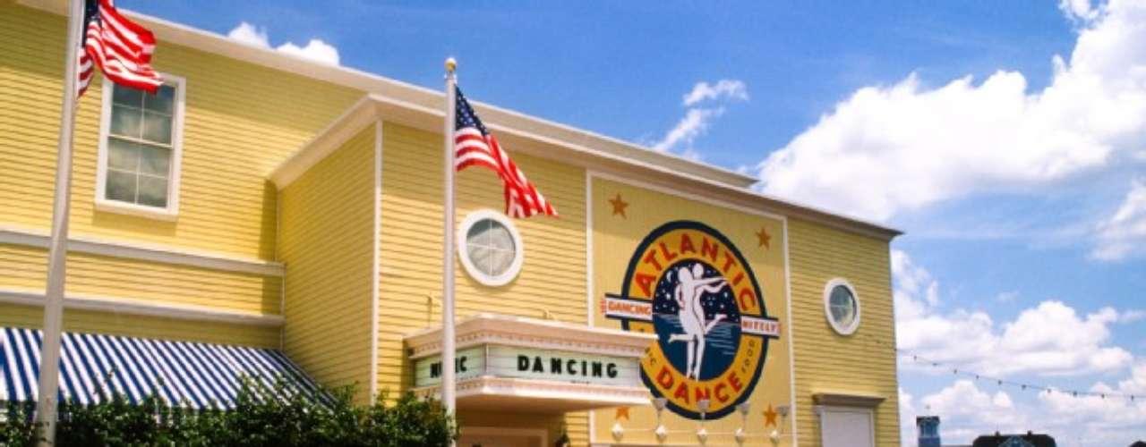 Atlantic Dance Hall. En este club nocturno situado en Boardwalk podrás escuchar éxitos de los ochenta, noventa y hoy. Sal a tomar el aire en uno de los balcones que ofrecen una vista romántica del Crescent Lake. Para mayores de 21 años.