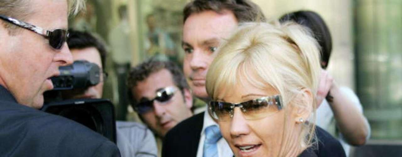 No sólo en EE.UU. se han visto casos de acoso sexual por parte de maestras. En Melbourne, Australia, Karen Ellis llegó hasta la corte ante las denuncias que llegaron a la policía, luego de tener relaciones sexuales con uno de sus estudiantes de 15 años de edad. Ellis, casada y madre de un niño de tres años, se declaró culpable. Pasó seis meses en la cárcel por sus actos.