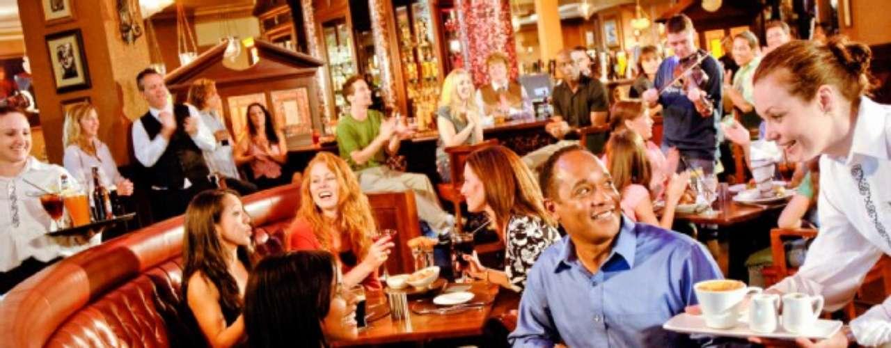 Raglan Road. Este pub Irlandés ofrece música en vivo (baladas, rock), bailarines irlandeses y mucha, mucha diversión. Está en Pleasure Island.
