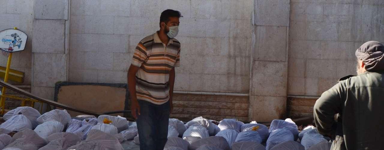 El ejército sirio, a su vez, desmintió haber utilizado armas químicas en los suburbios de Damasco, como afirman los rebeldes.