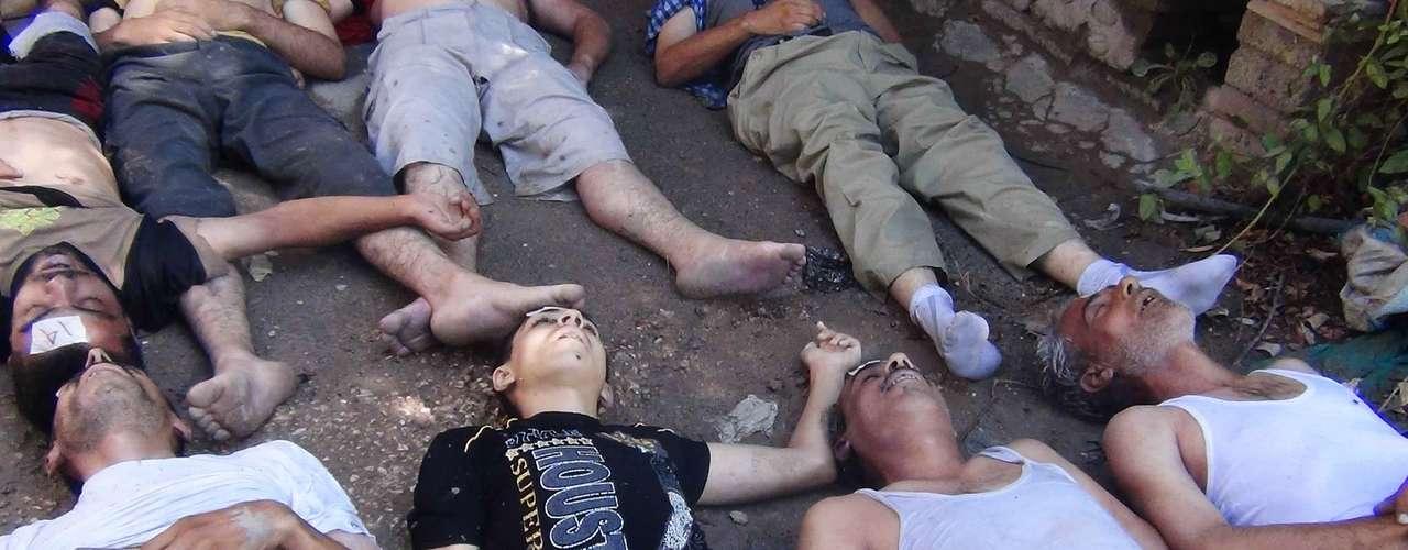 En videos colgados en YouTube, otro grupo activista, la Comisión General de la Revolución Siria, muestra lo que califica de \