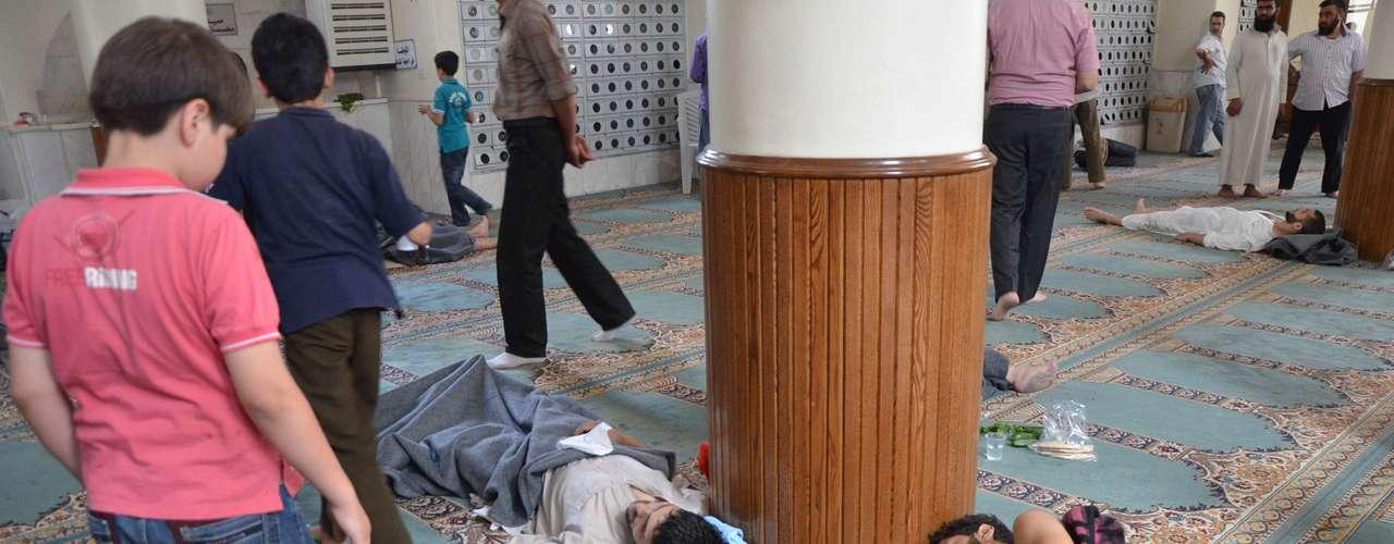 Siria es uno de los pocos países que no forman parte del tratado internacional que prohíbe las armas químicas, y los países occidentales creen que tiene gas mostaza, sarín y el agente nervioso VX.