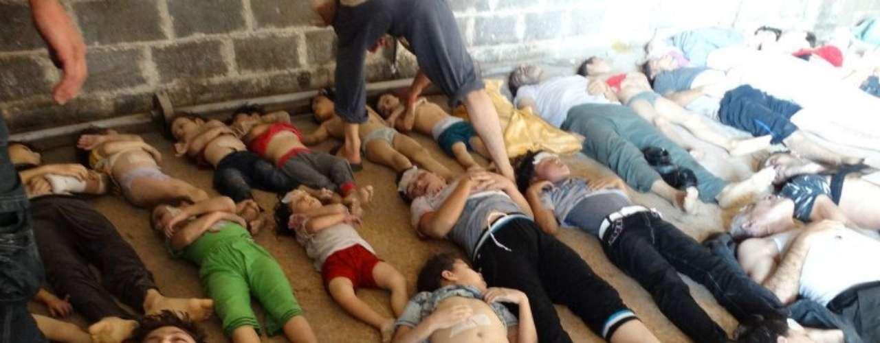 Dentro de los ataques que tuvieron lugar en Siria días atrás, uno de los que más conmoción causó el perpetrado en una escuela al norte del país, el lugar fue alcanzado por una bomba que contenía sustancias parecidas al napalm que mataron al menos a diez niños y dejaron a otros con fuertes quemaduras.