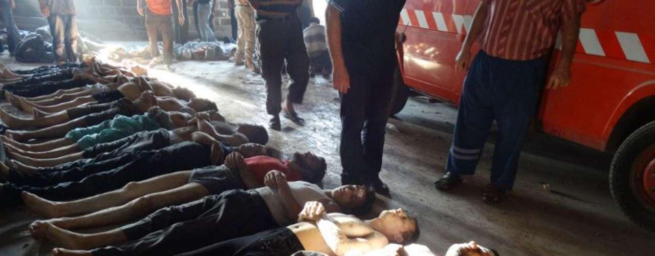 El público en general está cada vez más enojado con los violentos actos, que tanto los rebeldes como Occidente atribuyen al Gobierno sirio. Lo que se presenta como elementos probatorios las grabaciones en YouTube que muestran a personas contorsionándose en el suelo y los cuerpos sin vida abundan en inconsistencias, sostienen diversos expertos.