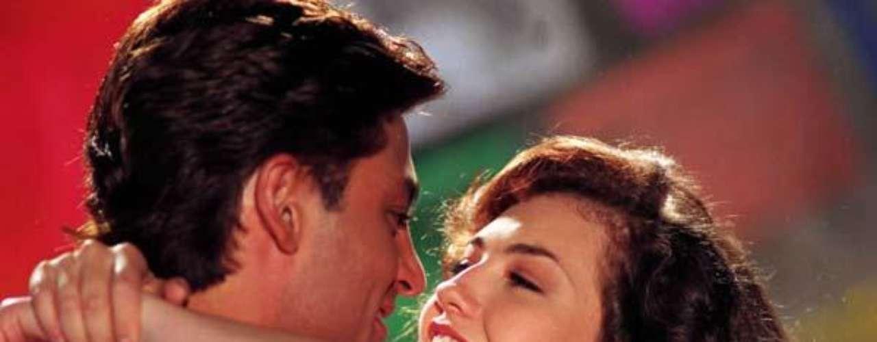 Thalía y Fernando Colunga se conocieronen 1995 durante las grabaciones de la famosa telenovela 'Maria la del Barrio'. Se dice que su romance - uno de los tantos que se le achacaron a Colunga con sus compañeras de telenovela- duró lo mismo que las grabaciones.