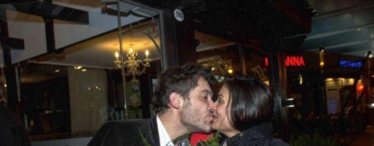 Ana María ya había tenido otros romances con sus coprotagonistas de telenovelas, pero al juzgar por este besote todo indica que Maxi fue el 'elegido'. ¡Que viva el amor!