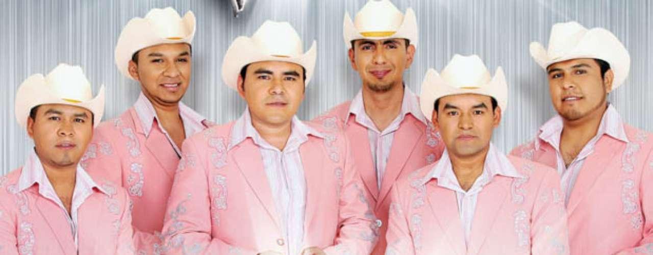 Agosto 27, 2013: El nuevo álbum de El Trono de México se llama \