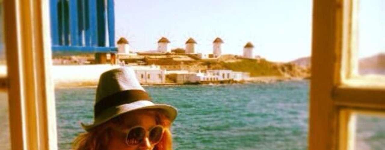 29 de Agosto - Paulina Rubio se fue de vacaciones a Grecia antes de regresar a Estados Unidos para grabar 'The X Factor'. La mexicana se hizo acompañar por su pequeño hijo y su novio Gerardo Bazúa. ¡Opa!