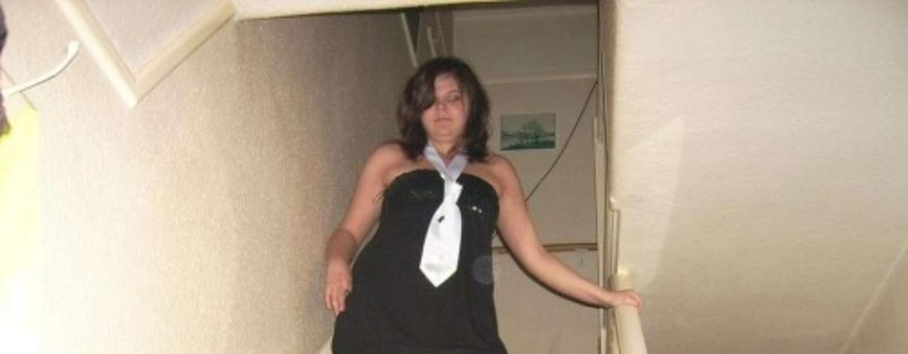 Ania Lisewska, una mujer polaca de 21 años edad, tiene una idea fija que genera polémica en el país del este europeo: quiere viajar a todas las ciudades del mundo para intimar con 100.000 hombres. Me encantan el sexo, la diversión y los hombres. En Polonia, el tema del sexo sigue siendo tabú y cualquier persona que quiera cumplir sus fantasías se considera una desviación, una prostituta o un enfermo mental, agrego. Según su página de Facebook, la supuesta maratón amorosa comenzó el mes pasado en la ciudad de Varsovia. Hasta el momento Ania, posee en su colección 284 hombres, pero espera abultar el número antes de dejar Polonia.