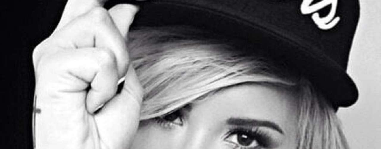 3 de Septiembre - Demi Lovato se prepara para la nueva temporada de The X Factor y para su próxima participación en Glee. ¿Qué tal le queda este look?