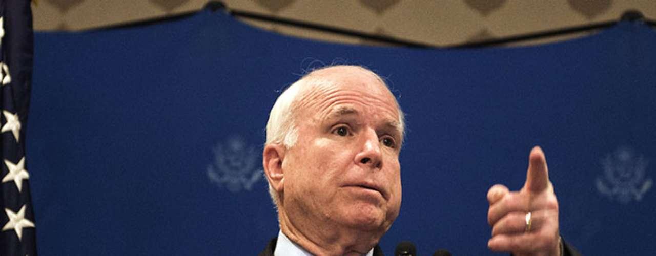 Desde hace más de un año John McCain ha presionado a Barack Obama para que intervenga militarmente en Siria.