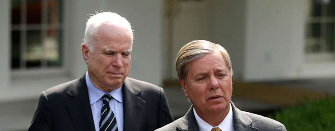 Por su parte, la oposición republicana es representada por las voces de los senadores republicanos John McCain y Lindsey Graham, quienes apoyan la idea de intervenir en Siria, aunque en prinicipio cuestionaron fuertemente la manera en que la planea Obama.
